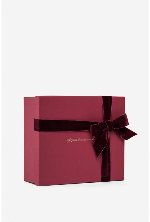 Подарункова коробка з золотим написом та оксамитовою бордовою стрічкою