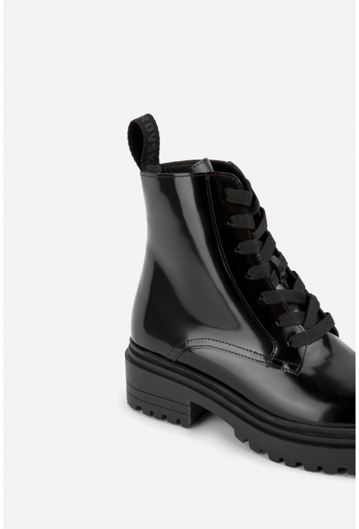 Черевики чорні глянцеві  на тракторній підошві та шнурівці