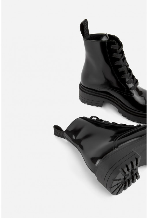 Черевики чорні глянцеві на тракторній підошві та шнурівці /байка/