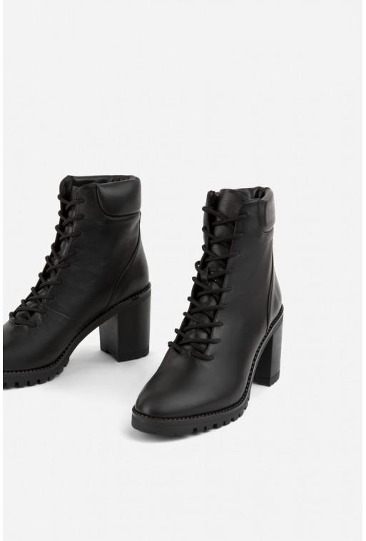 Ботільйони чорні шкіряні на шнурівці /цигейка/
