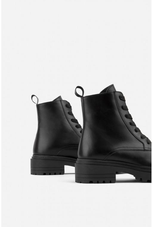 Черевики чорні шкіряні на тракторній підошві та шнурівці /цигейка/