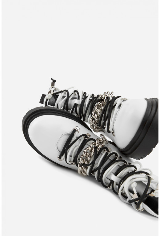 Черевики білі шкіряні  з ланцюгом /байка/