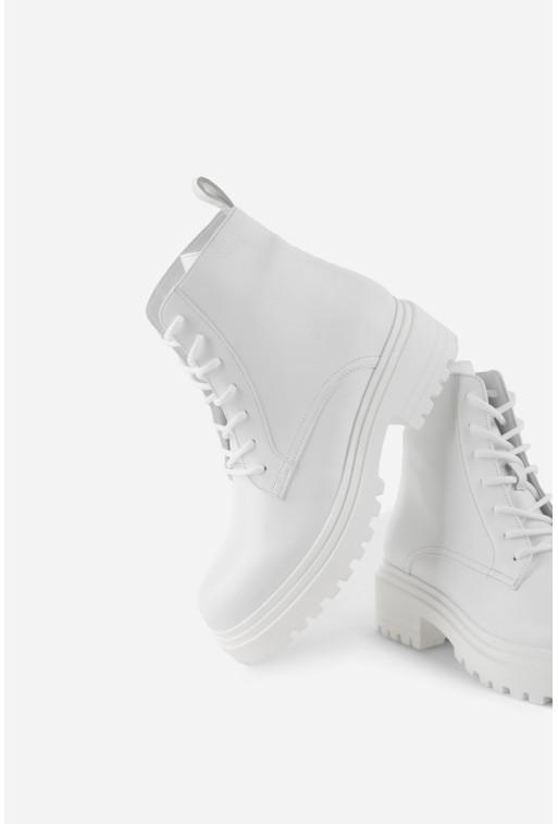 Черевики білі шкіряні  на тракторній підошві та шнурівці