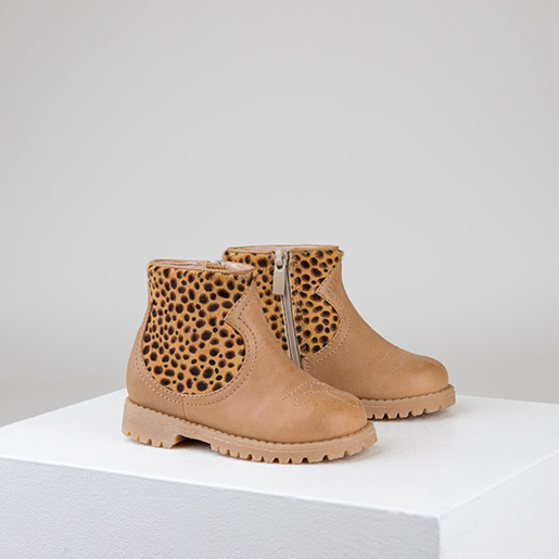 Шкіряні черевики з фактурними вставками