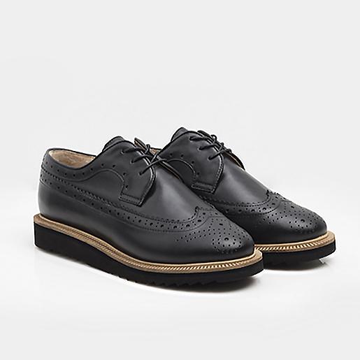Чоловічі чорні броги на шнурках.