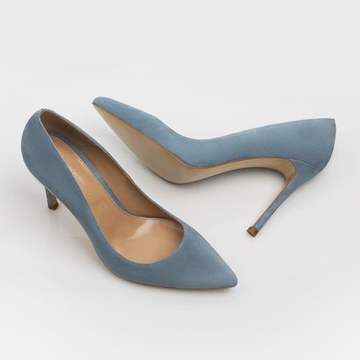 Гостроносі блакитні туфлі.