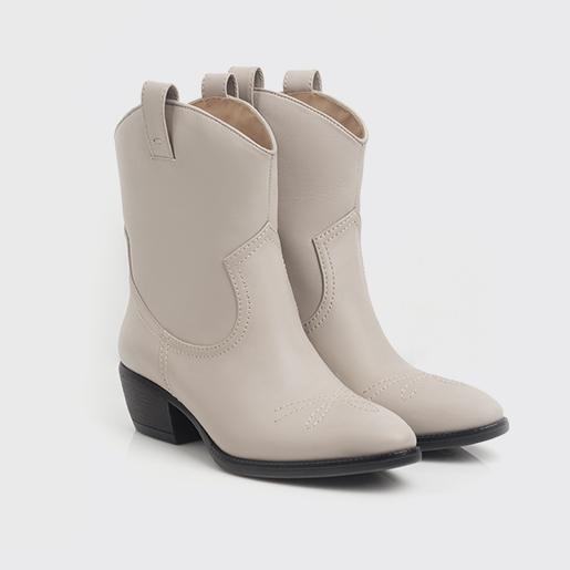 Сіро-бежеві ковбойські черевики.