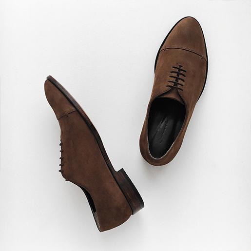 Чоловічі класичні туфлі.