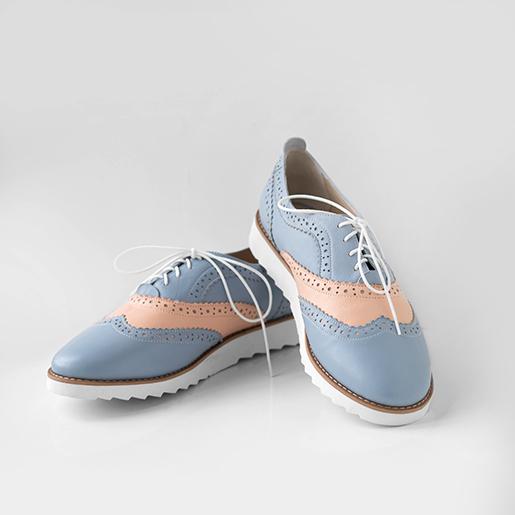 Кольорові броги на шнурках.