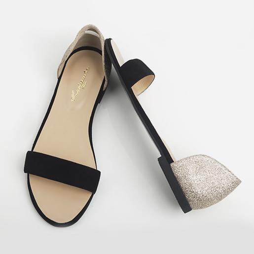 Класичні сандалі з полоскою на пальцях.