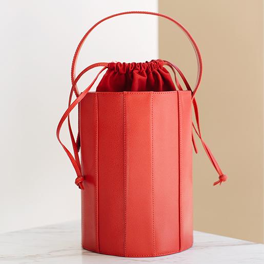 Bucket bag з червоної фактурної шкіри