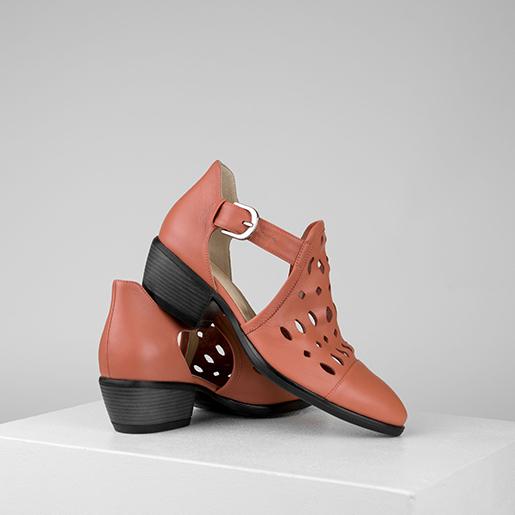 Туфлі у ковбойському стилі з перфорацією