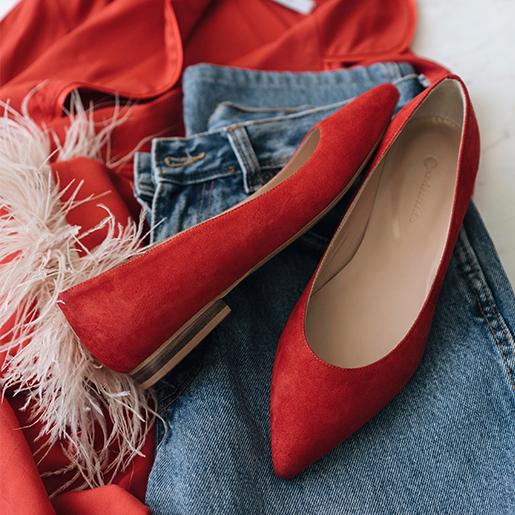 Гостроносі червоні балетки