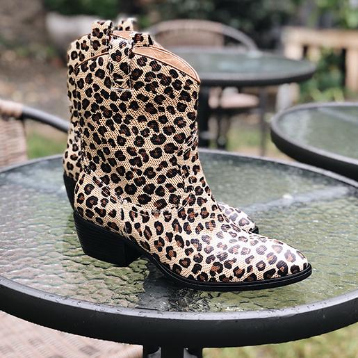 Високі ковбойки з фактурної леопардової шкіри