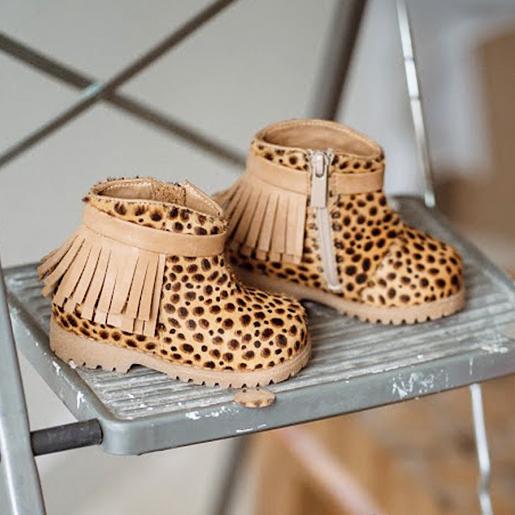 Шкіряні черевики з китицями